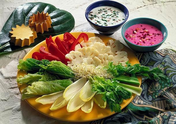 Kalte Gemüseplatte mit Kefir-und Dickmilch-Dip Rezept