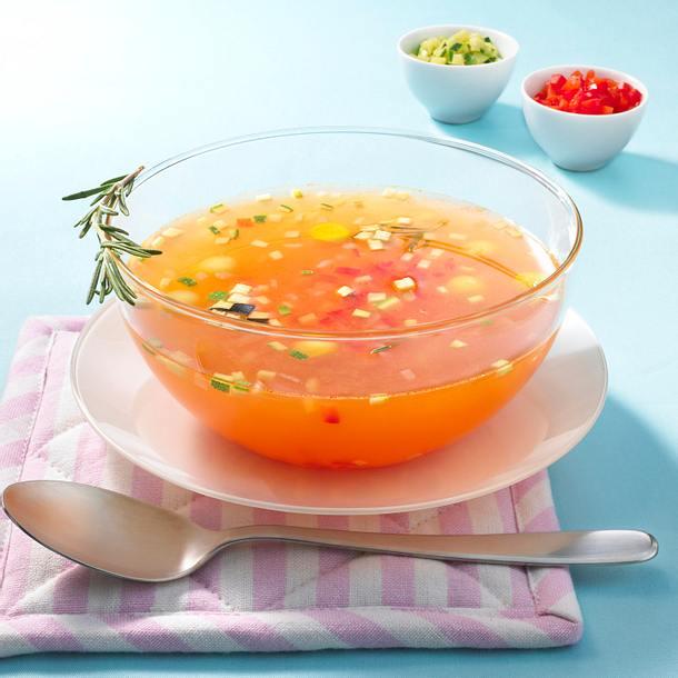 Kalte Tomatenbouillon mit Ratatouille Rezept
