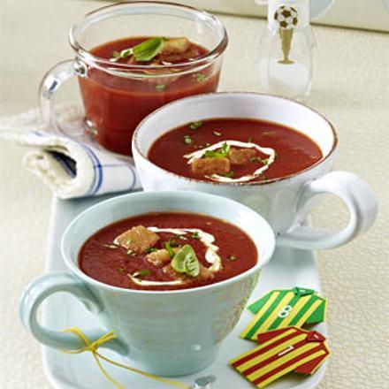 Kalte Tomatensuppe mit Croûtons (Fußball-Snacks) Rezept