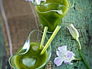 Kalter Guaven-Kräuter-Saft mit Matcha Tee Rezept