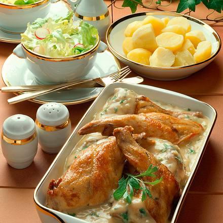 Kaninchen in Estragon-Senf-Sahne-Soße und Eisberg-Salat Rezept