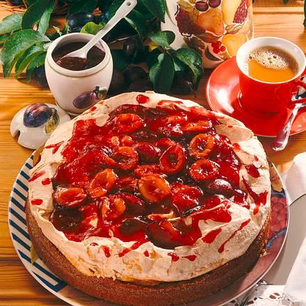 Karamell-Baiserkuchen mit frischen Zwetschen Rezept