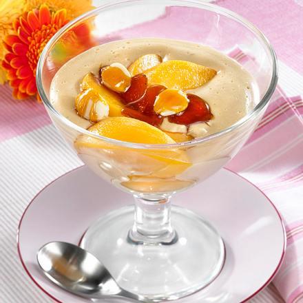 Karamell-Creme mit Mandeln & Pfirsich Rezept