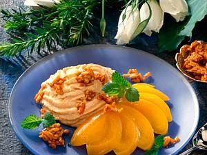 Karamellcreme mit Pfirsich und Krokant Rezept