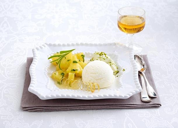 Karamellisierte Ananas mit Quark-Sorbet und Pistazien-Mousse (Lea Linster) Rezept
