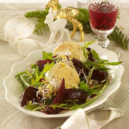Karamellisierte Rote Bete auf Salat mit Ziegenkäsetalern Rezept