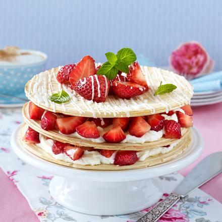 Karlsbader Oblaten-Torte mit Vanille-Quark und Erdbeeren Rezept