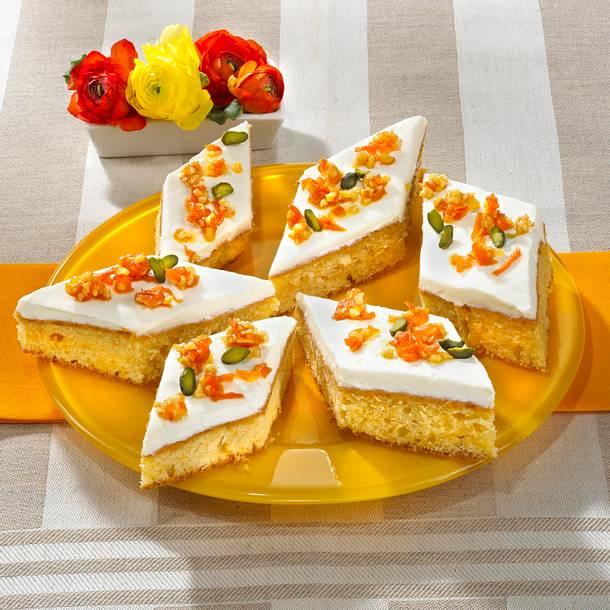 Karottenblechkuchen mit Frischkäsecreme Rezept