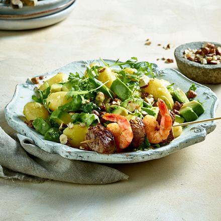 Kartoffel-Avocado-Salat mit Surf und Turf-Spießen Rezept