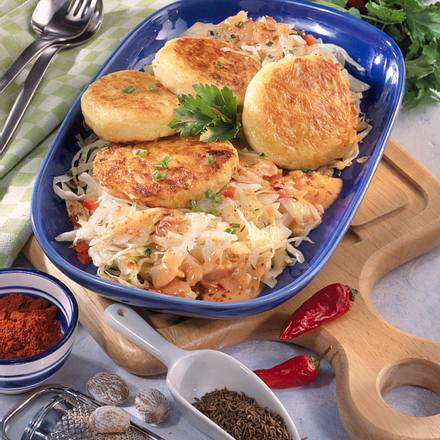 Kartoffel-Buletten auf Paprika-Kohl Rezept