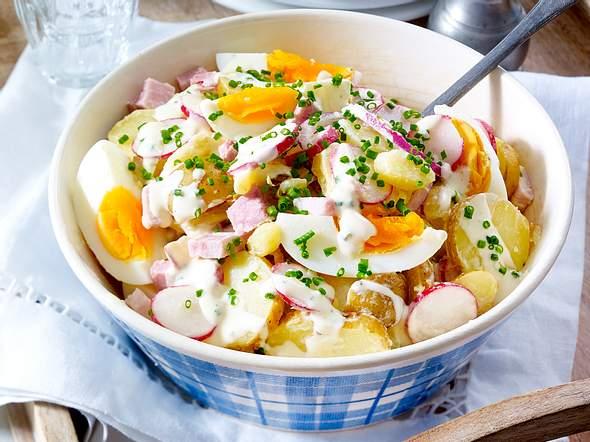 Kartoffel-Eiersalat mit Radieschen und Schinkenwürfeln Rezept