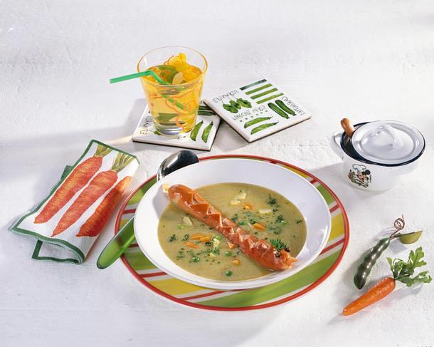 Kartoffel-Erbsen-Suppe mit Würstchenschlangen Rezept