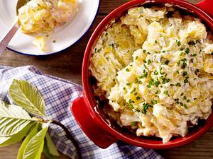 Kartoffel-Gurken-Salat mit Saure Sahne-Soße Rezept