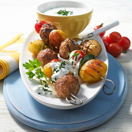 Kartoffel-Hack-Spieße mit leichter Sauercreme Rezept