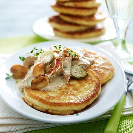 Kartoffel-Hefe-Pfannkuchen mit Geschnetzeltem in Rahmsoße Rezept