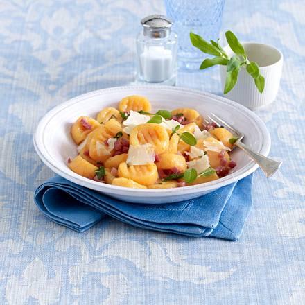 Kartoffel-Kürbis-Gnocchi mit Salbei-Butter Rezept