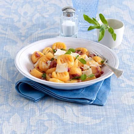 kartoffel k rbis gnocchi mit salbei butter rezept chefkoch rezepte auf kochen. Black Bedroom Furniture Sets. Home Design Ideas