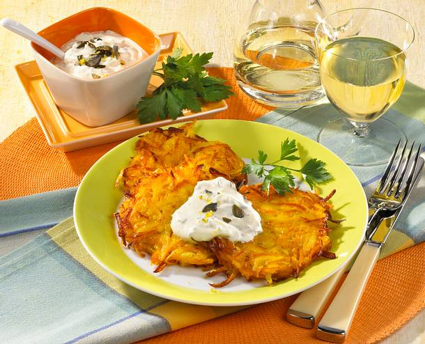 Kartoffel-Kürbis-Puffer mit Crème-fraîche Dip Rezept