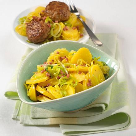 Kartoffel-Lauch-Salat zu Hacksteaks Rezept