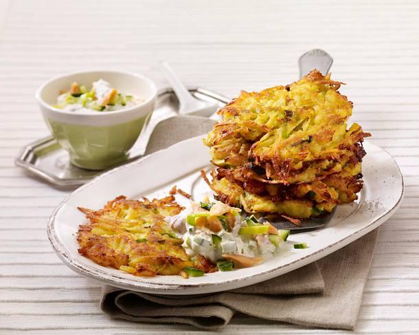 Kartoffel-Lauchpuffer mit Lachs in saurer Sahne Rezept