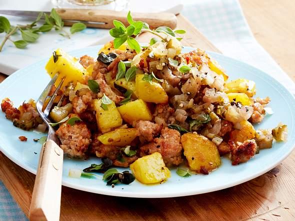 Kartoffel-Mett-Pfanne mit Gewürzgurkenrelish Rezept
