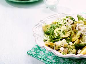 Kartoffel-Salat mit leichtem Gurkendressing und Hüttenkäse-Zaziki Rezept