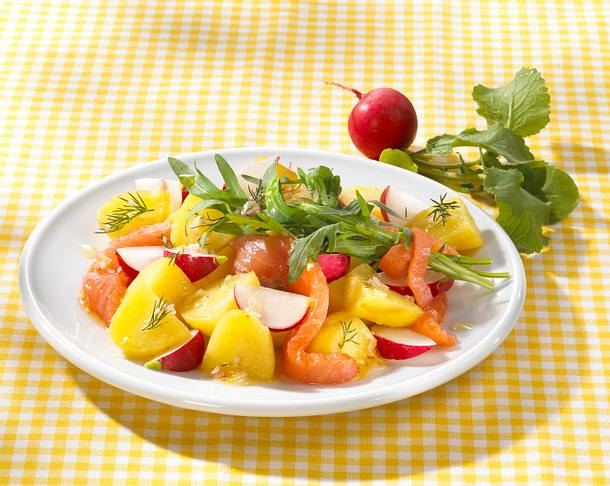 Kartoffel-Salat mit Räucherlachs Rezept