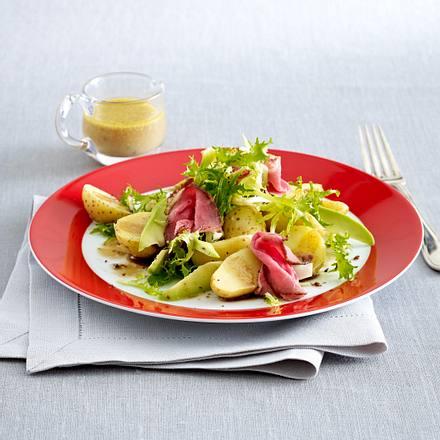 Kartoffel-Salat mit Senf-Vinaigrette und Roastbeef Rezept