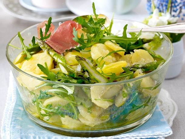 Kartoffel-Spargelsalat mit Walnuss-Dressing Rezept