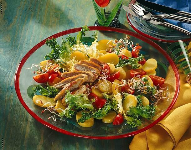 Kartoffel-Tomatensalat mit Hähnchenbrust Rezept