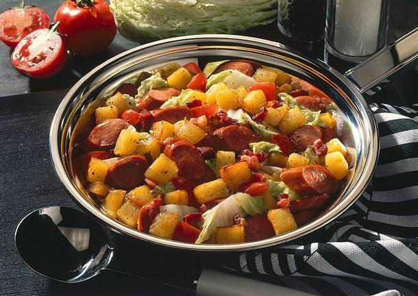 Kartoffel-Wurst-Pfanne mit Spitzkohl Rezept