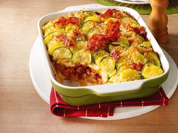 Kartoffel-Zucchini-Auflauf mit Mett und Käse-Béchamel Rezept