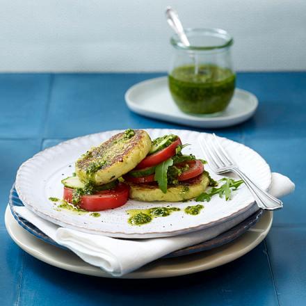 Kartoffel-Zucchini-Plätzchen mit Tomaten-Gurkensalat und Rauke-Pesto Rezept
