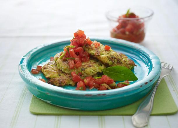 Kartoffel-Zucchini-Puffer mit Parmesan und Tomatensalsa Rezept