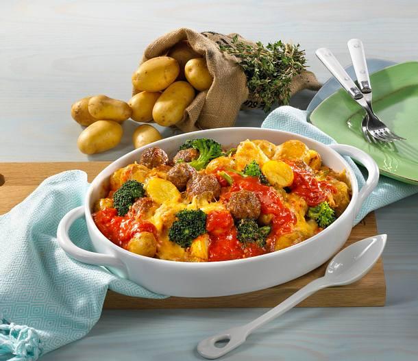 Kartoffelauflauf mit Hackbällchen und Tomatensoße Rezept