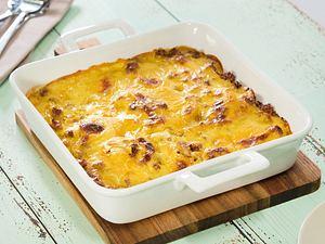 Kartoffel-Auflauf mit Hackfleisch und Curry-Käsesoße Rezept