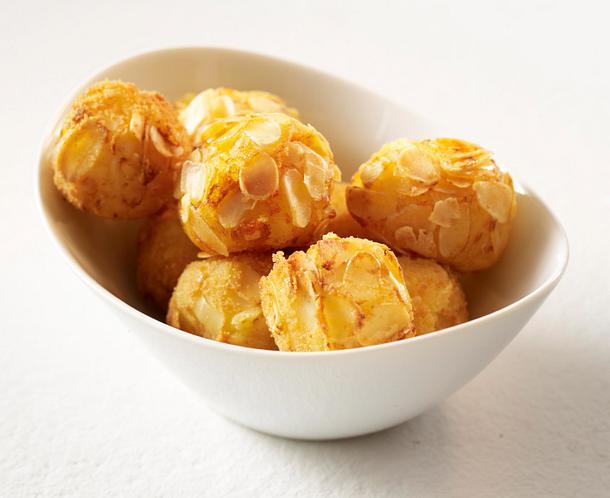 Kartoffelbeilagen aus gekochten Kartoffeln: Mandelbällchen Rezept