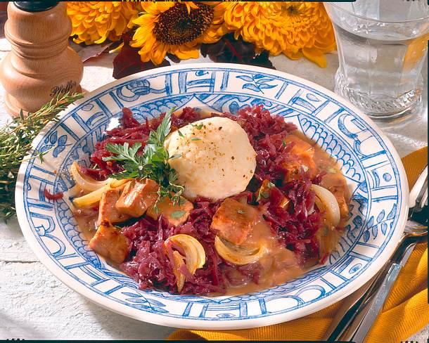 Kartoffelknödel auf Rotkohl mit Kasseler-Soße Rezept