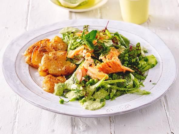 Frech-vom-Blech-Kartoffeln mit Frühlingssalat Rezept