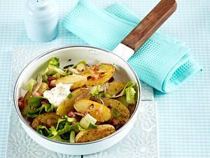 Kartoffelpfanne mit Speck und Endiviensalat Rezept