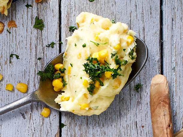 Kartoffelpüree mit Mais und Petersilie Rezept