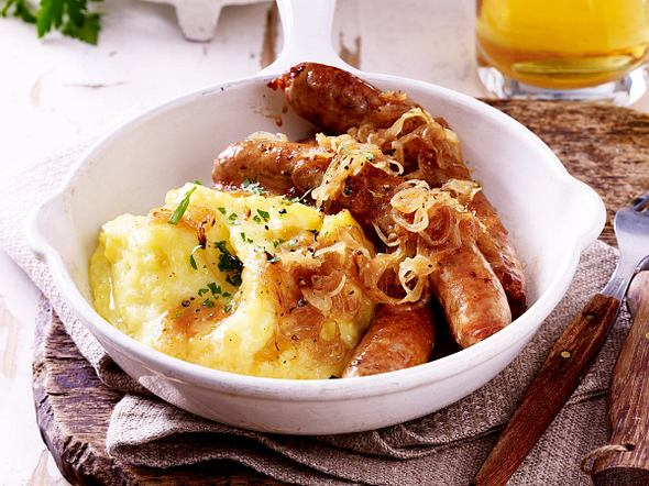 Kartoffelpüree mit Bratwurst und karamellisierten Zwiebeln Rezept