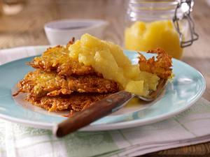 Kartoffelpuffer mit Apfelkompott und Rübensirup Rezept
