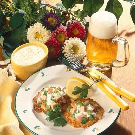 Kartoffelpuffer mit Wurstsalat Rezept