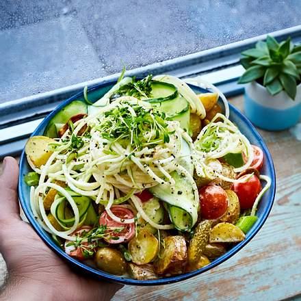 Kartoffelsalat mit Apfelspirellis und Gurken-Bandnudeln Rezept