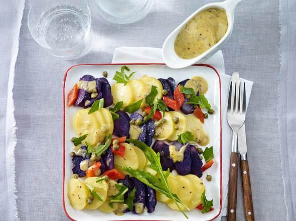 Kartoffelsalat mit blauen Kartoffeln, gegrillter Paprika und Kapern Rezept