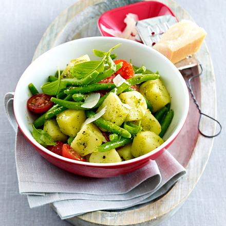 Kartoffelsalat mit Bohnen, Tomaten und Pesto-Dressing Rezept
