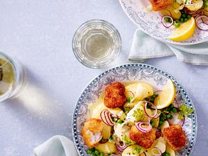 Kartoffelsalat mit Fischhäppchen Rezept