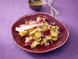 Kartoffelsalat mit Forellenfilet Rezept