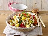 Kartoffelsalat mit gebratener Zucchini, Paprika und Kichererbsen Rezept